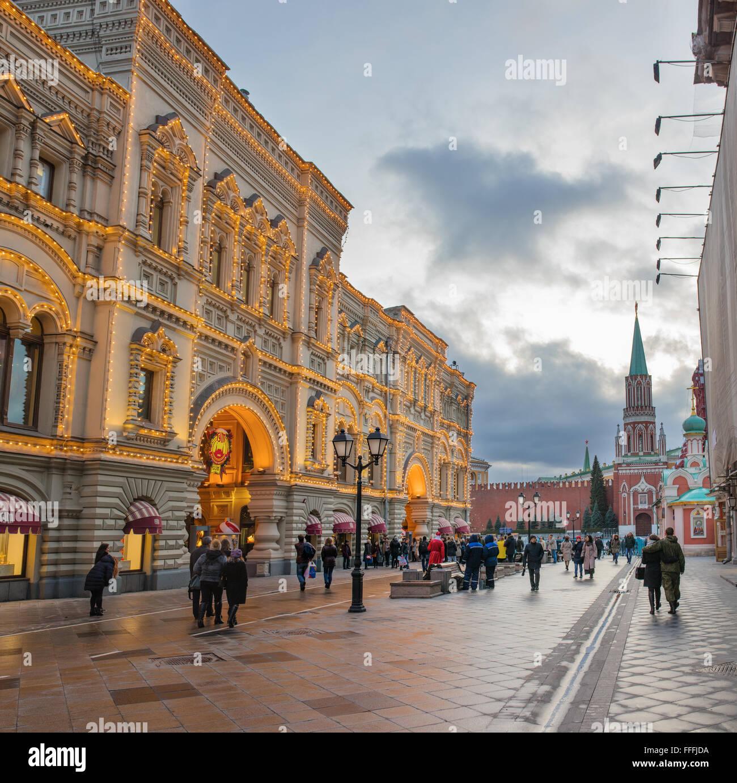 Kaugummi, Dekoration und Beleuchtung für Weihnachten und Neujahr Urlaub in der Nacht, Moskau, Russland Stockbild