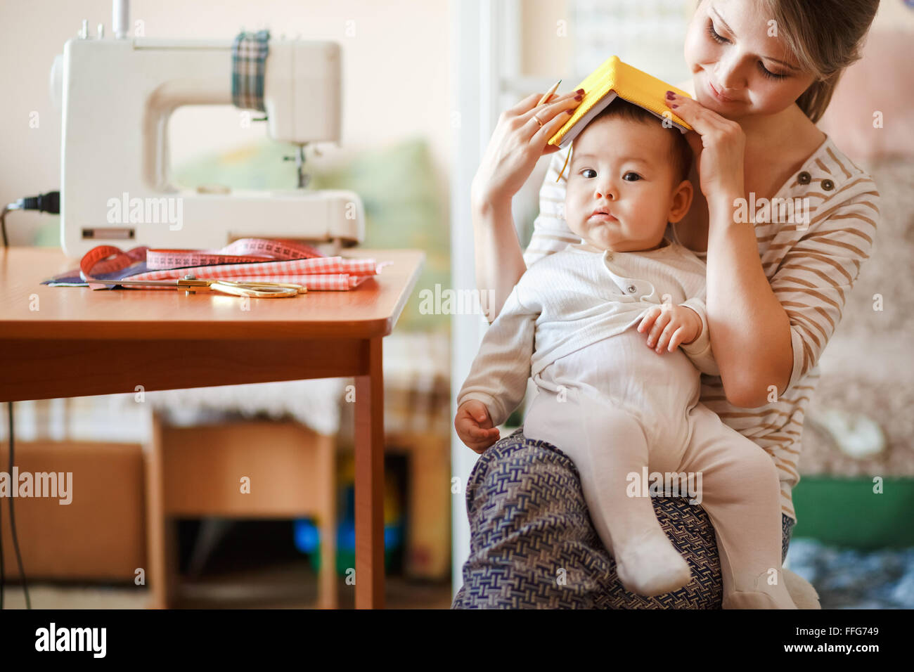 baby sitter stockfotos baby sitter bilder alamy. Black Bedroom Furniture Sets. Home Design Ideas