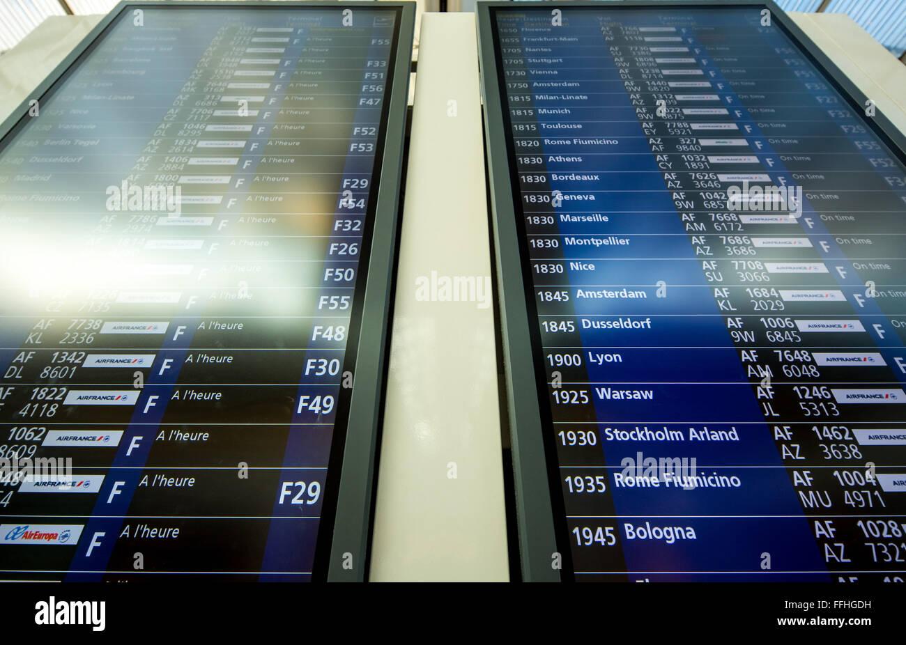 Flug-Anzeiger, an- und Abreise zeigt, AIR FRANCE-Flüge, Fluginformationen, CDG Flughafen Charles de Gaule, Stockbild