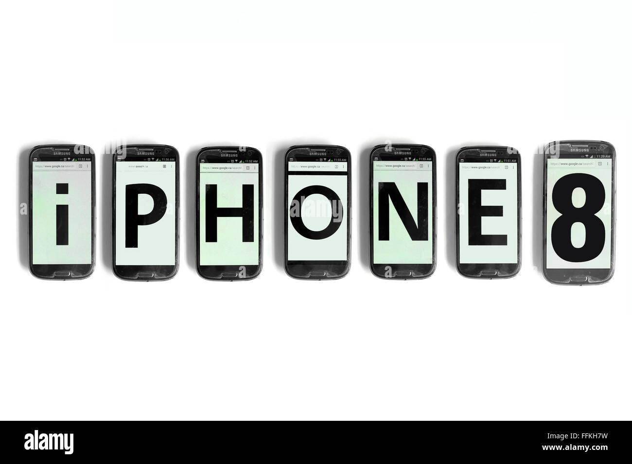 iPhone8 geschrieben am Smartphone Bildschirme vor weißem Hintergrund fotografiert. Stockfoto