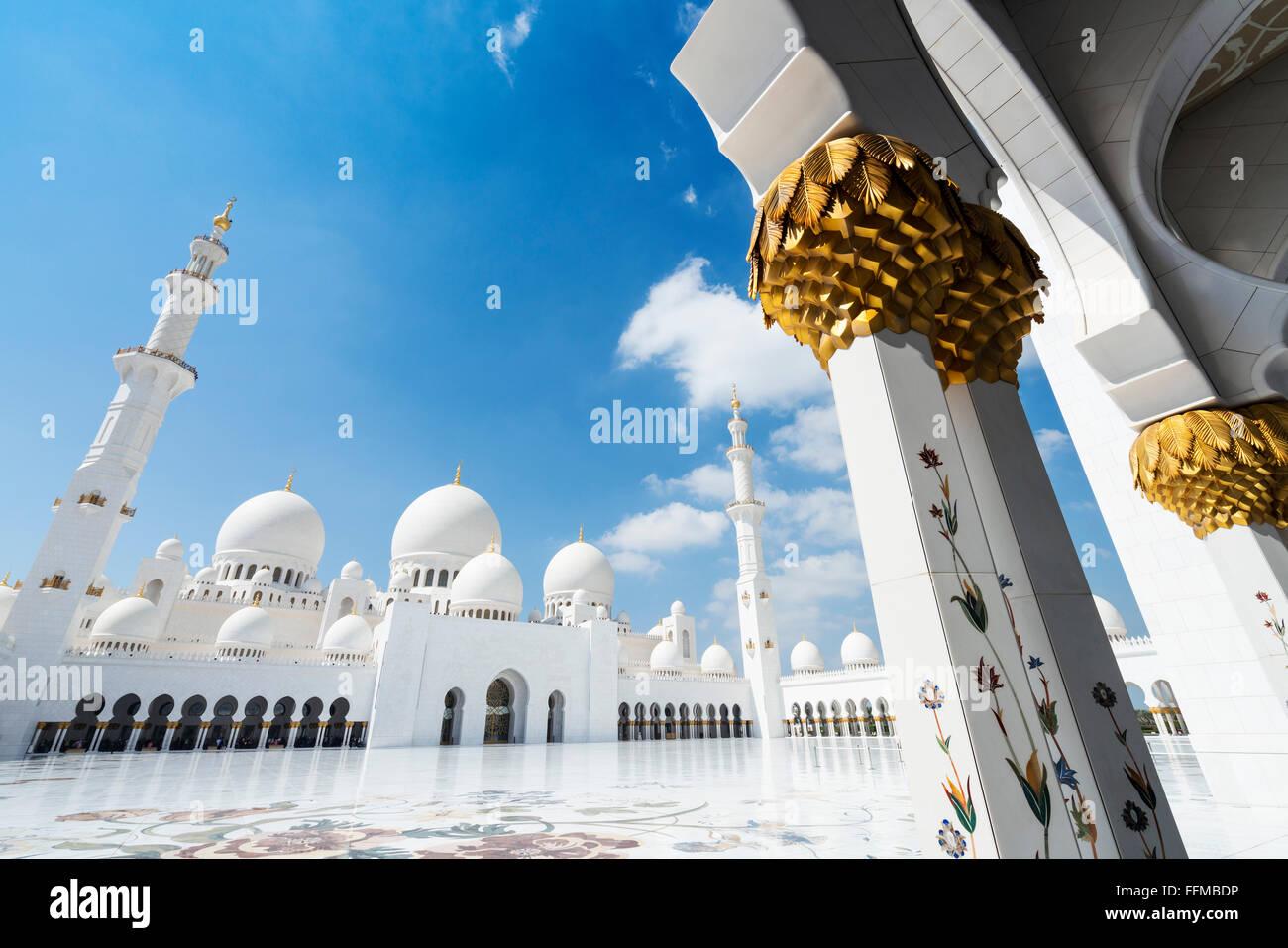 Hof der Sheikh Zayed Grand Moschee in Abu Dhabi, Vereinigte Arabische Emirate Stockbild