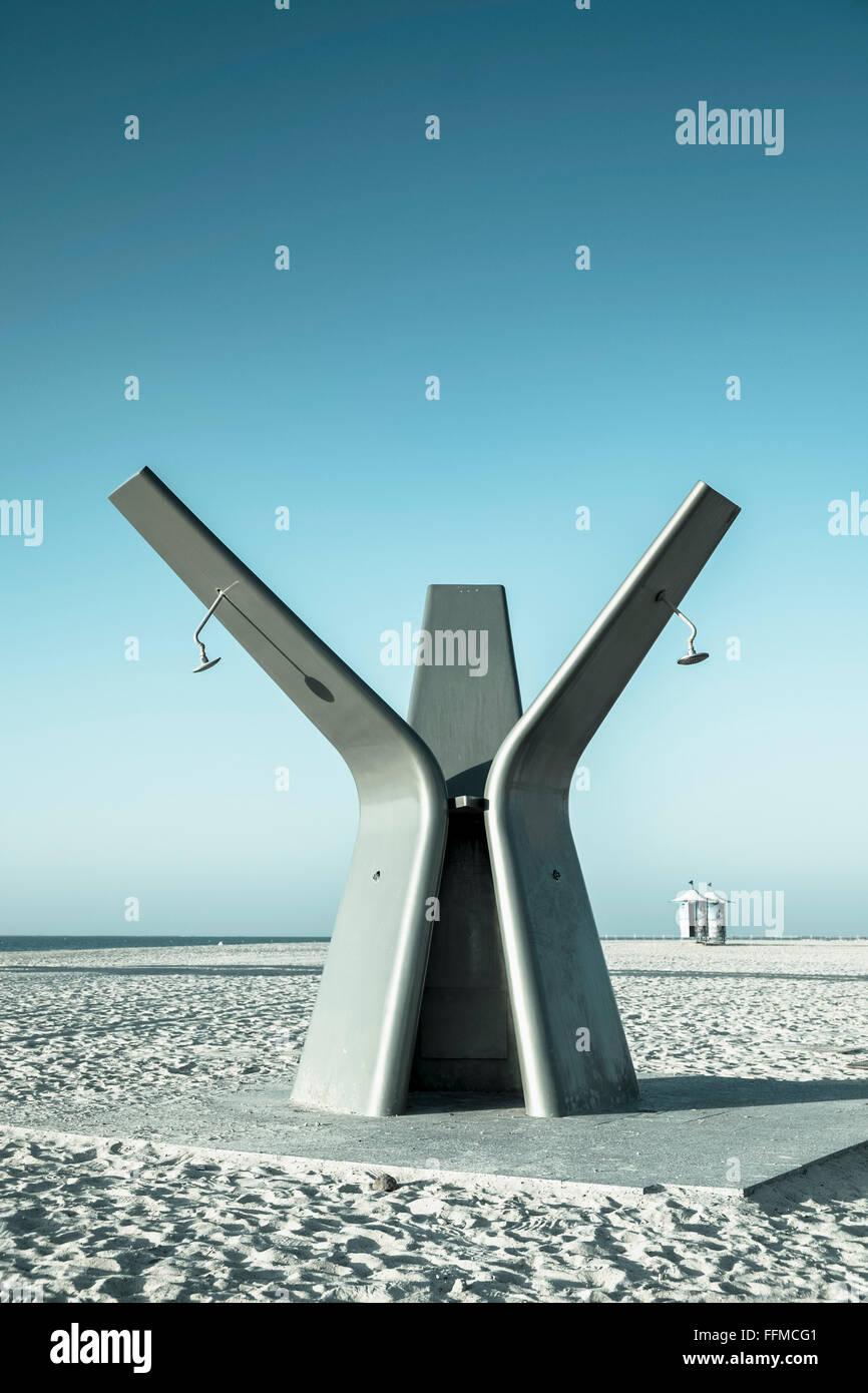 Moderne öffentliche Dusche am Strand in Dubai Vereinigte Arabische Emirate Stockbild