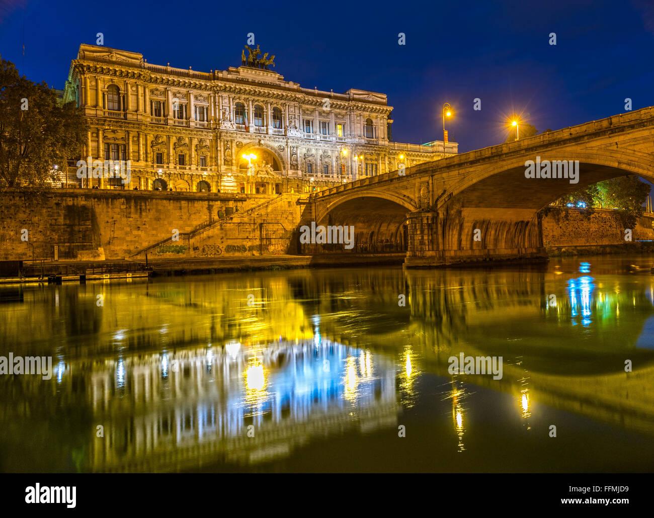 Rom, Justizpalast und Brücke Umberto I.Italy. Stockbild