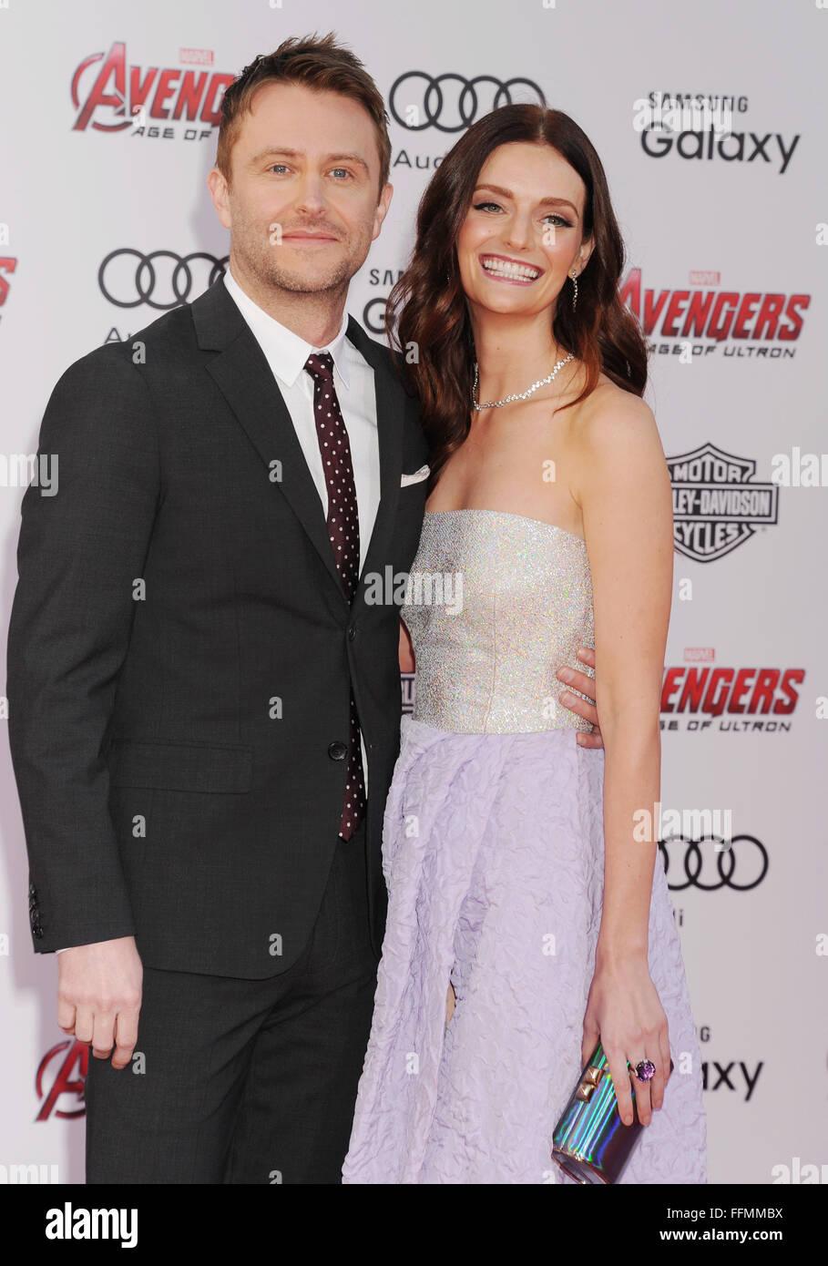 """TV-Persönlichkeit/Comic Chris Hardwick (L) und Schauspielerin/model Lydia Hearst kommen in der Marvel """"Avengers: Stockbild"""