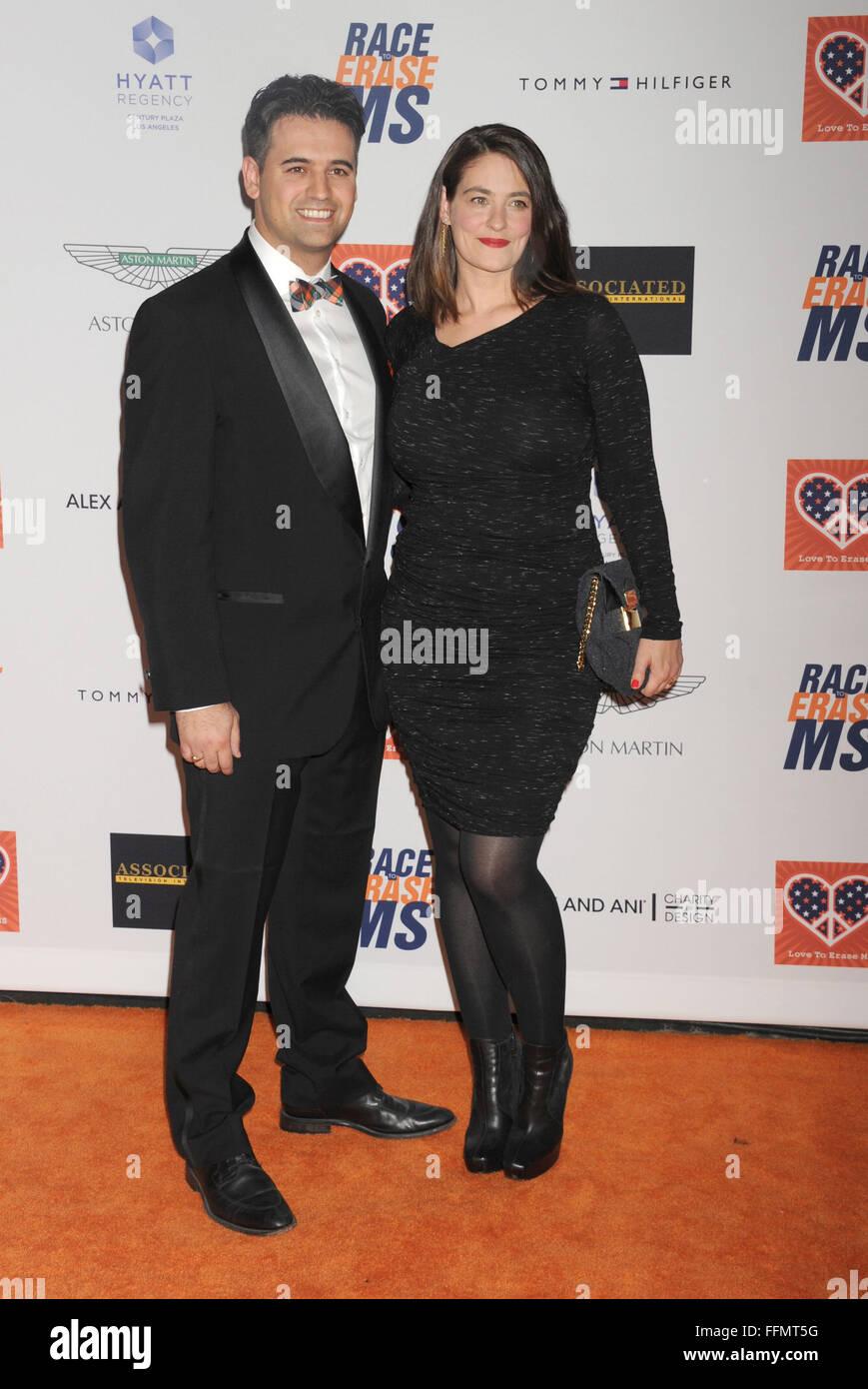 Schauspielerin Clementine Ford (R) und Gäste kommen an der 22. jährlichen Rennen zu löschen MS an Stockbild
