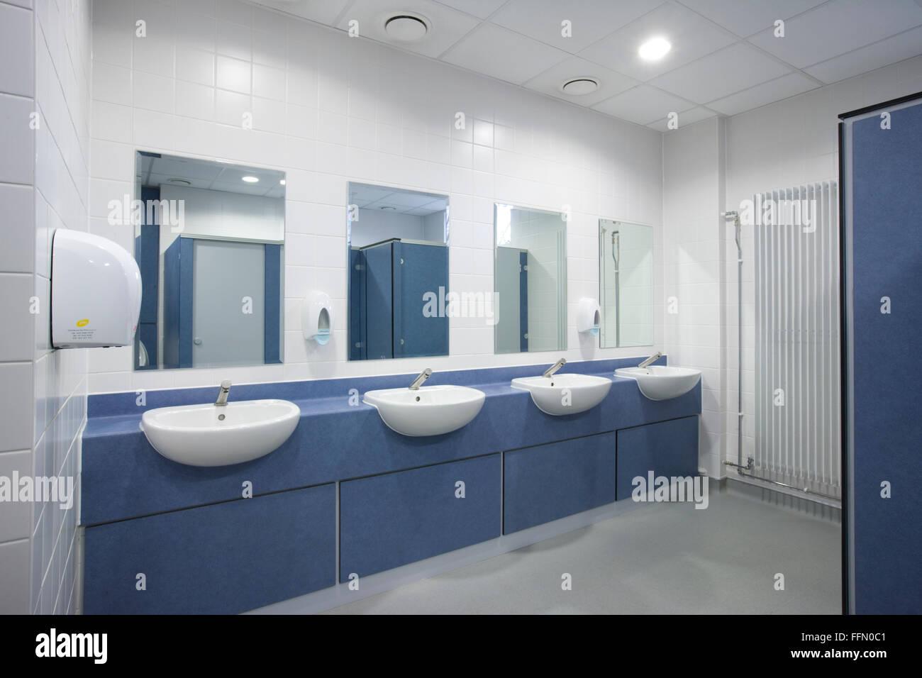 Moderne Büro-Toiletten und Waschraum Stockfoto, Bild: 95733009 - Alamy