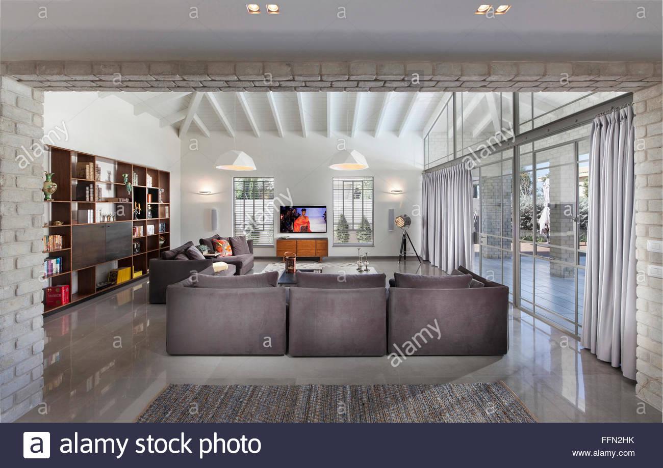Wunderschön Moderne Sitzecke Sammlung Von Innenarchitektur. Eine Mit Sofa. Große Glasflächen, Partitionen.