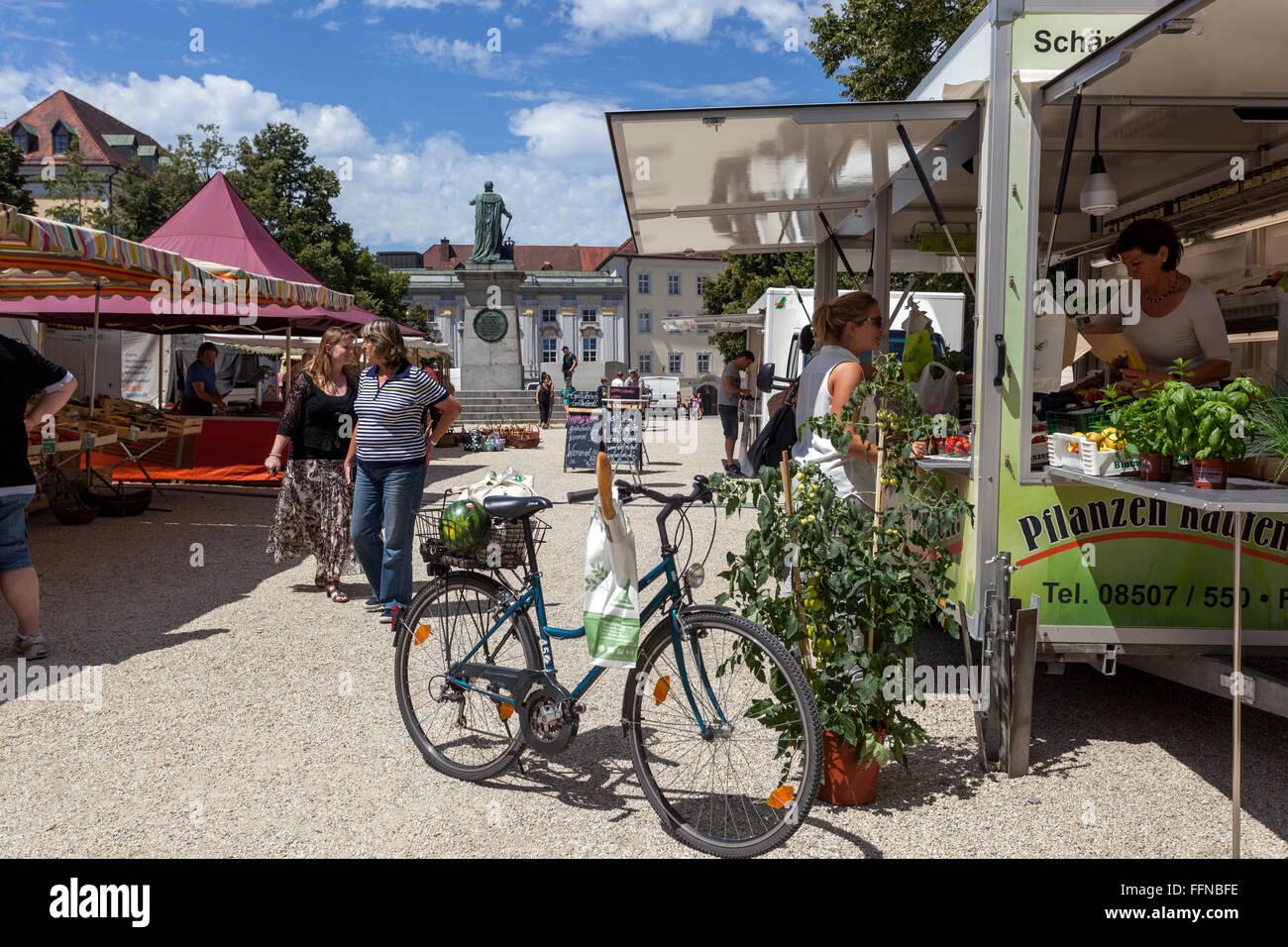 Markt am Domplatz, Passau, Niederbayern, Deutschland Stockbild