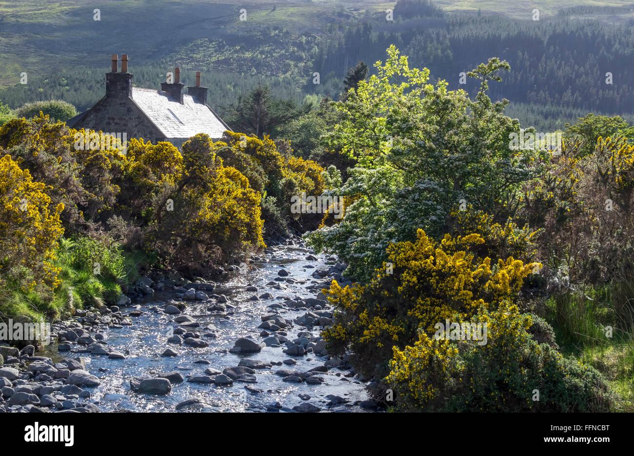 Ferienhaus in Glen spröde mit stream Stockbild