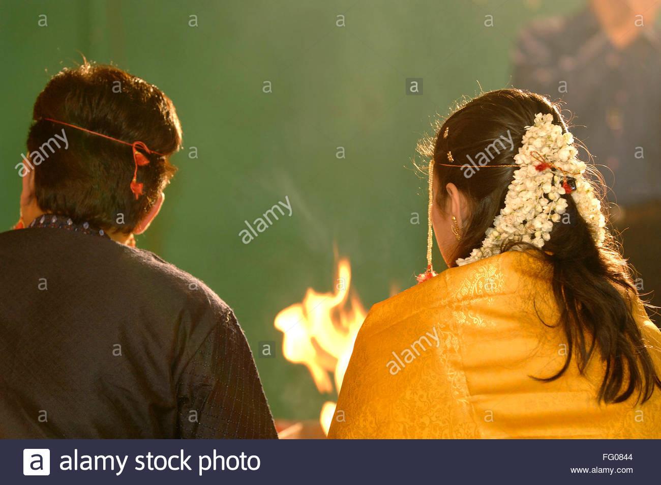 Braut Und Brautigam Die Durchfuhrung Verschiedener Rituale In Der