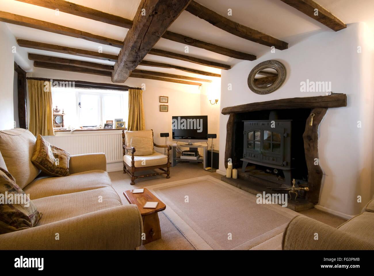 Gemutliches Wohnzimmer Im Ferienhaus Mit Holzofen Stockfoto Bild
