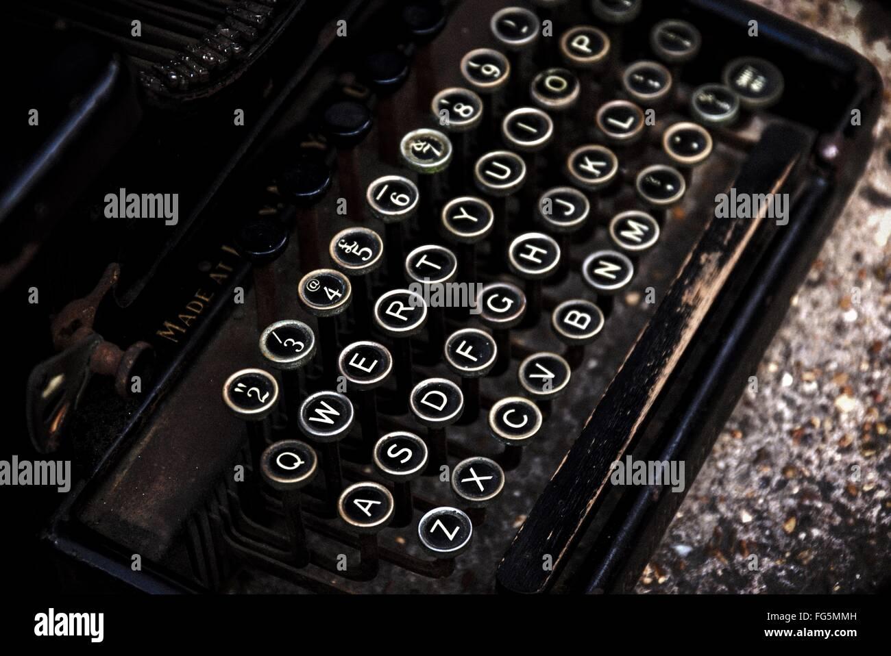 Vogelperspektive anzeigen der alten Schreibmaschine Stockbild