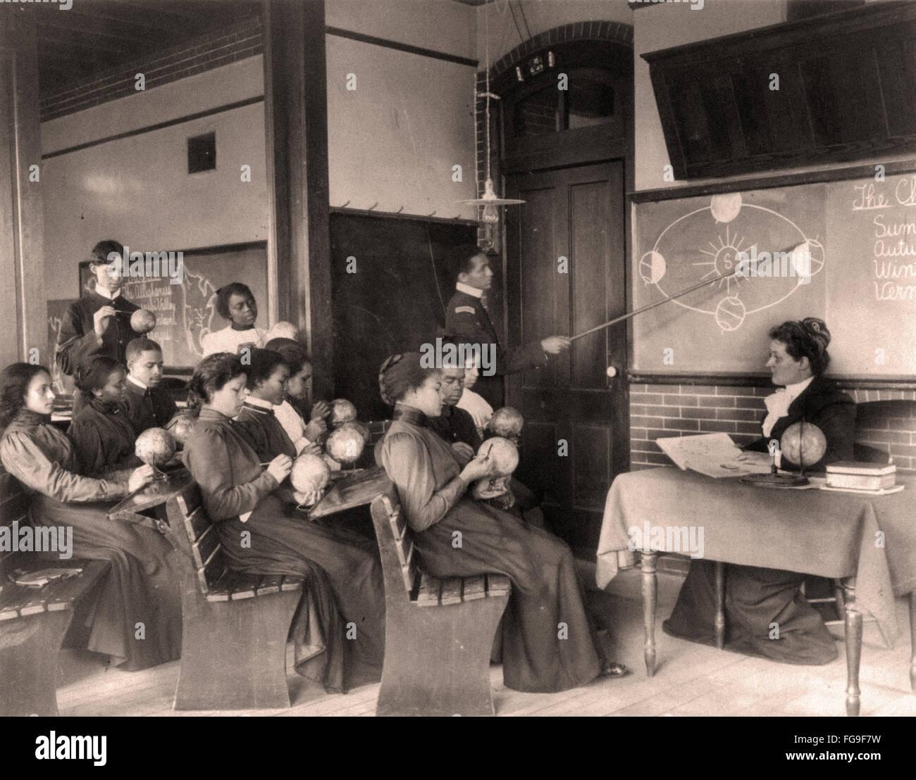 Eine Frauen-Klasse in der mathematischen Geographie Hampton Institute Virginia - 1899 Stockbild