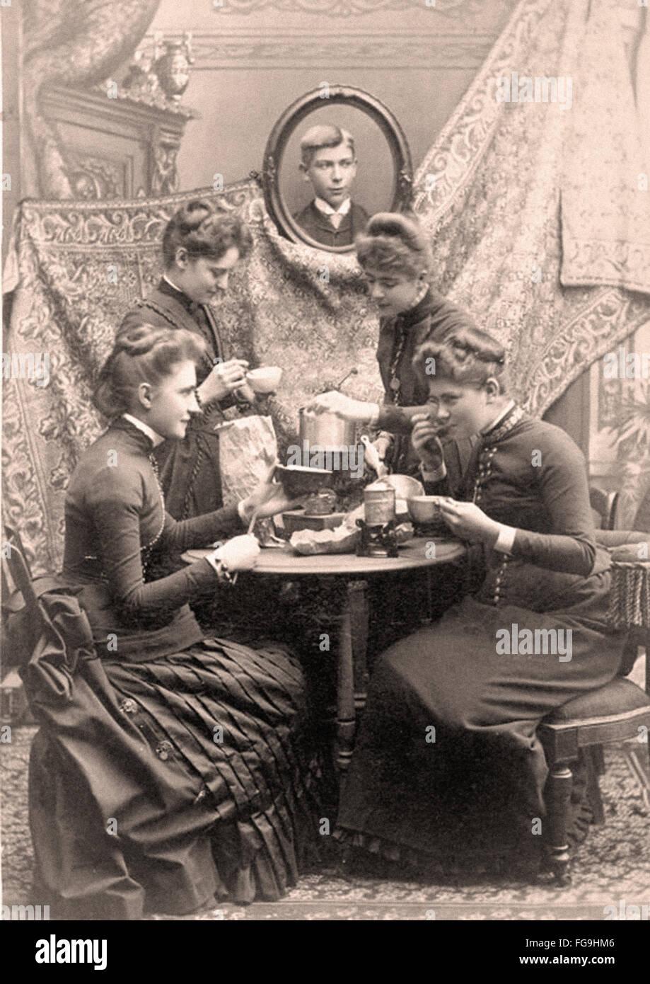 Damen beim Tee viktorianische Ära 1880 Stockbild