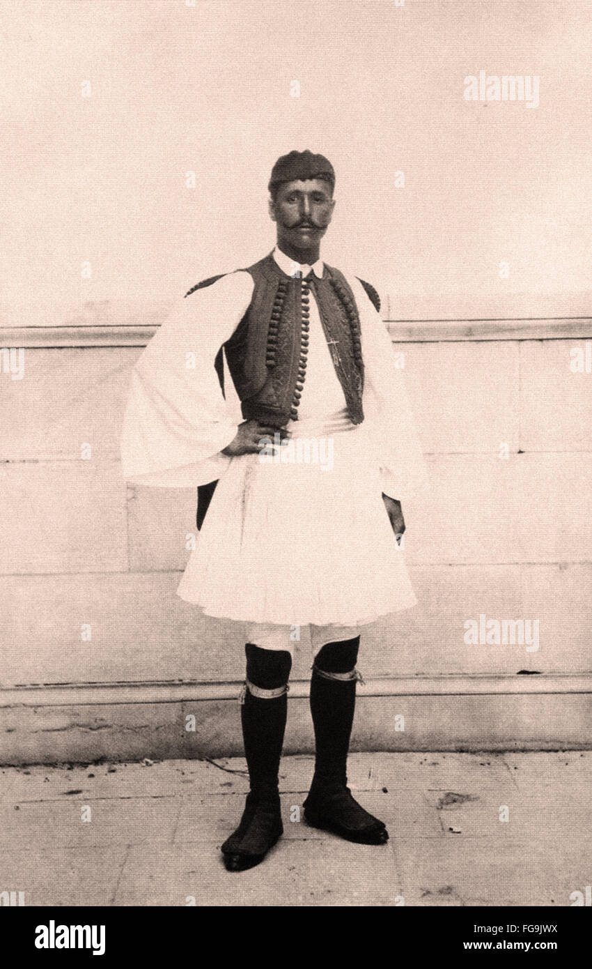 Spyros Louis den ersten Marathon Sieger des Rennens in eine traditionelle Kleidung während der ersten Olympischen Stockbild