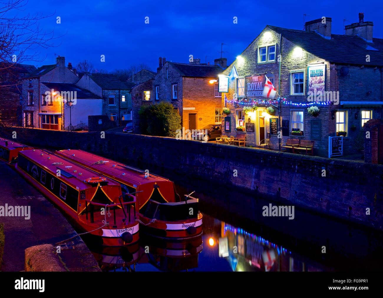 Pub - der königlichen Schäfer - neben dem Leeds & Liverpool-Kanal bei Skipton, North Yorkshire, England, Stockbild