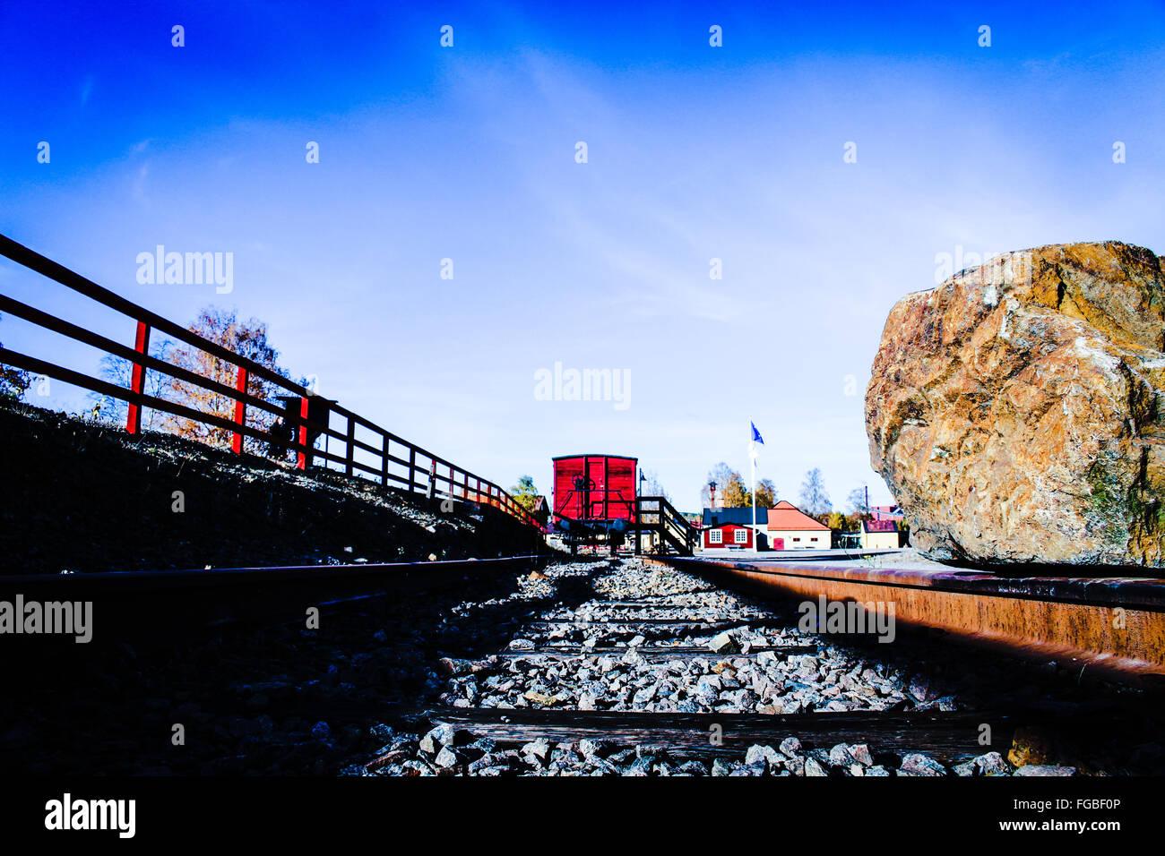 Trainieren Sie auf Bahngleis gegen Himmel Stockbild