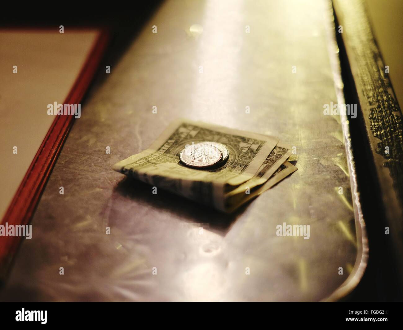 Nahaufnahme von Papiergeld und Dollar Stockbild