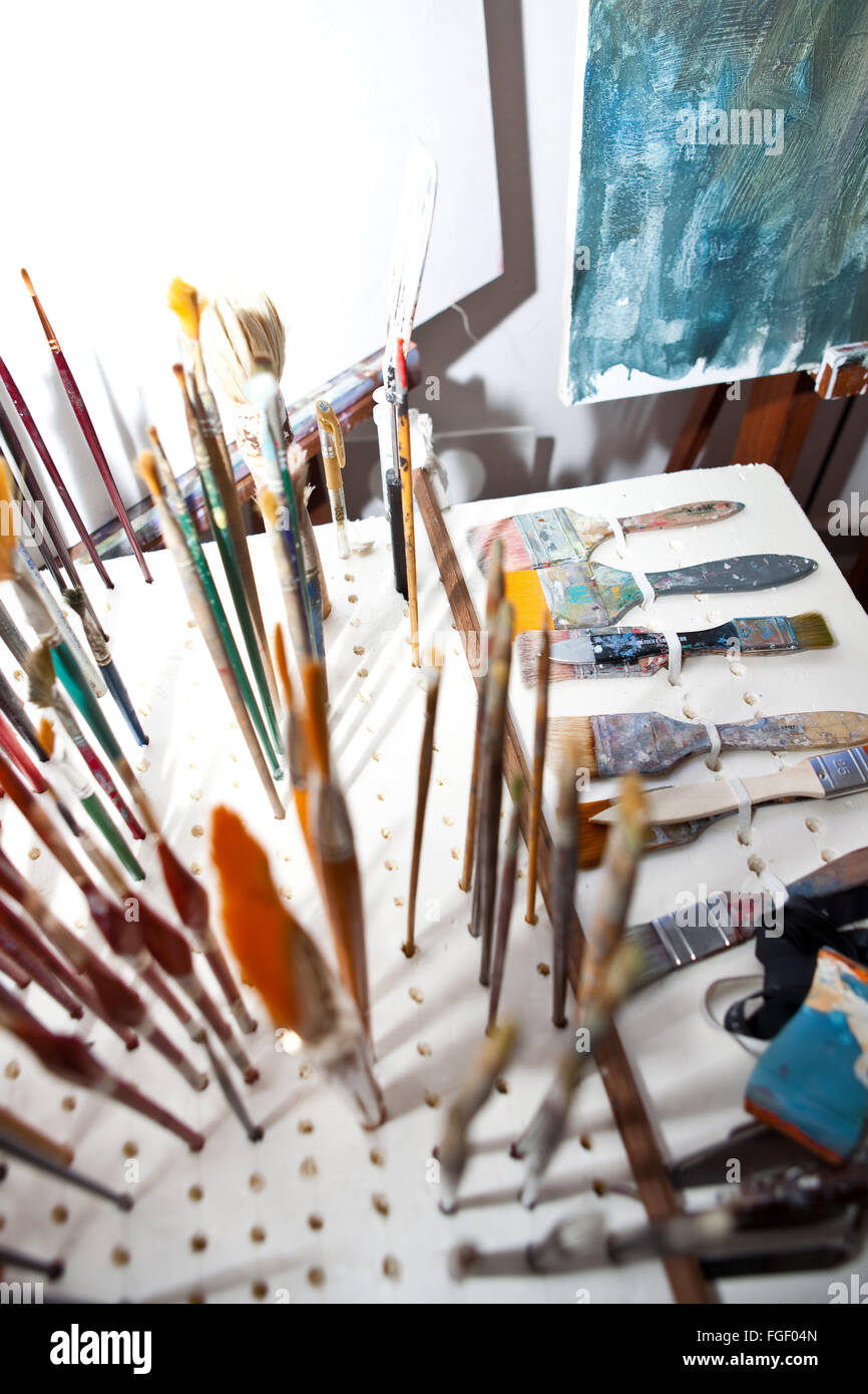 Künstler-Pinsel und Farbbehälter Stockbild
