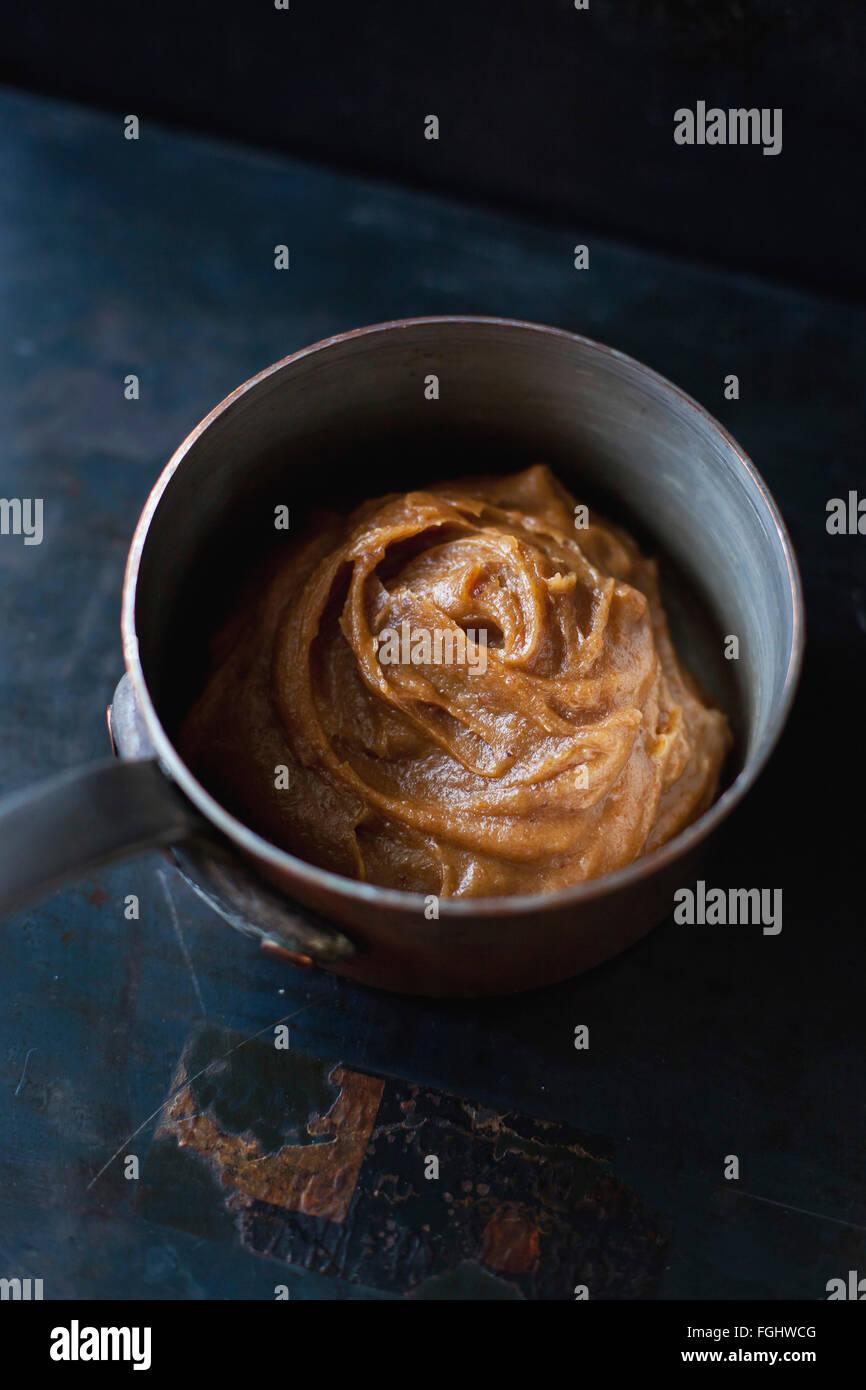 Vegan und raffinierten Zucker freies Datum Karamell Stockbild