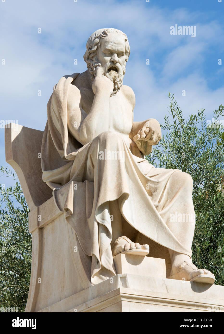 Athen - die Statue des Sokrates vor National Academy Gebäude von dem italienischen Bildhauer Piccarelli (ab Stockbild