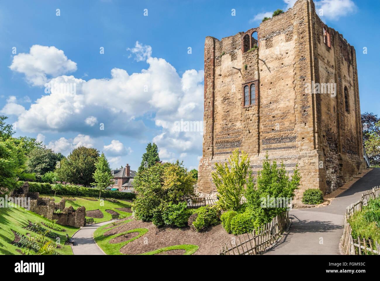 Der Bergfried der Burg Guildford, Surrey, England | Ruine der Burg von Guildford, Surrey, England Stockbild