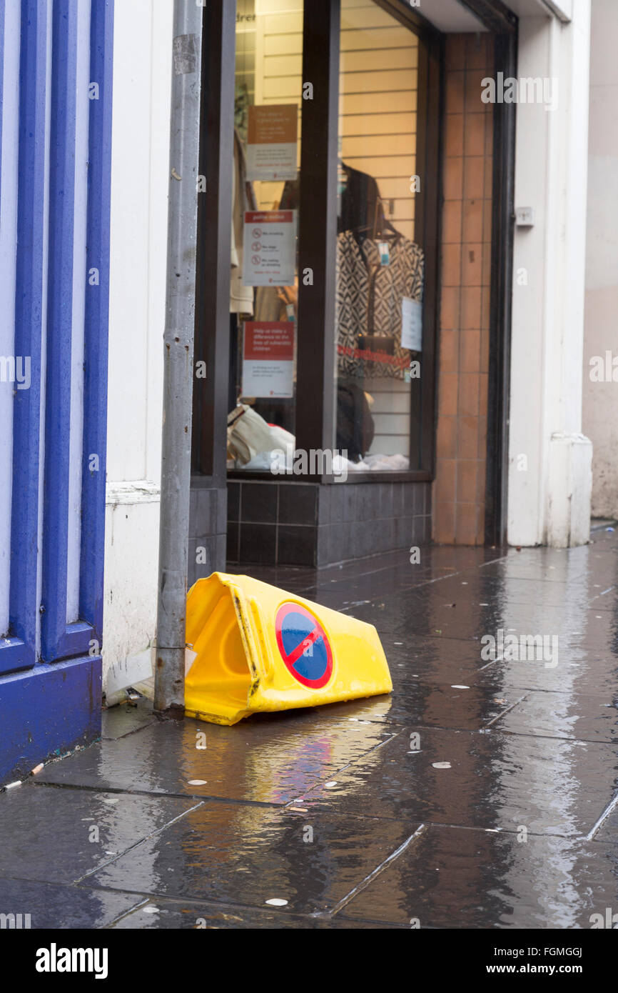 Müll an der High Street in Paisley, 26.01.2016 Stockfoto