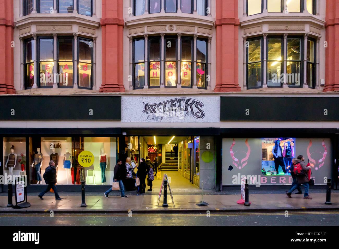 Manchester, UK - 17. Februar 2016: Afflecks ist eine alternative Kaufhaus, eine Markthalle Stände und kleine Geschäfte Stockfoto