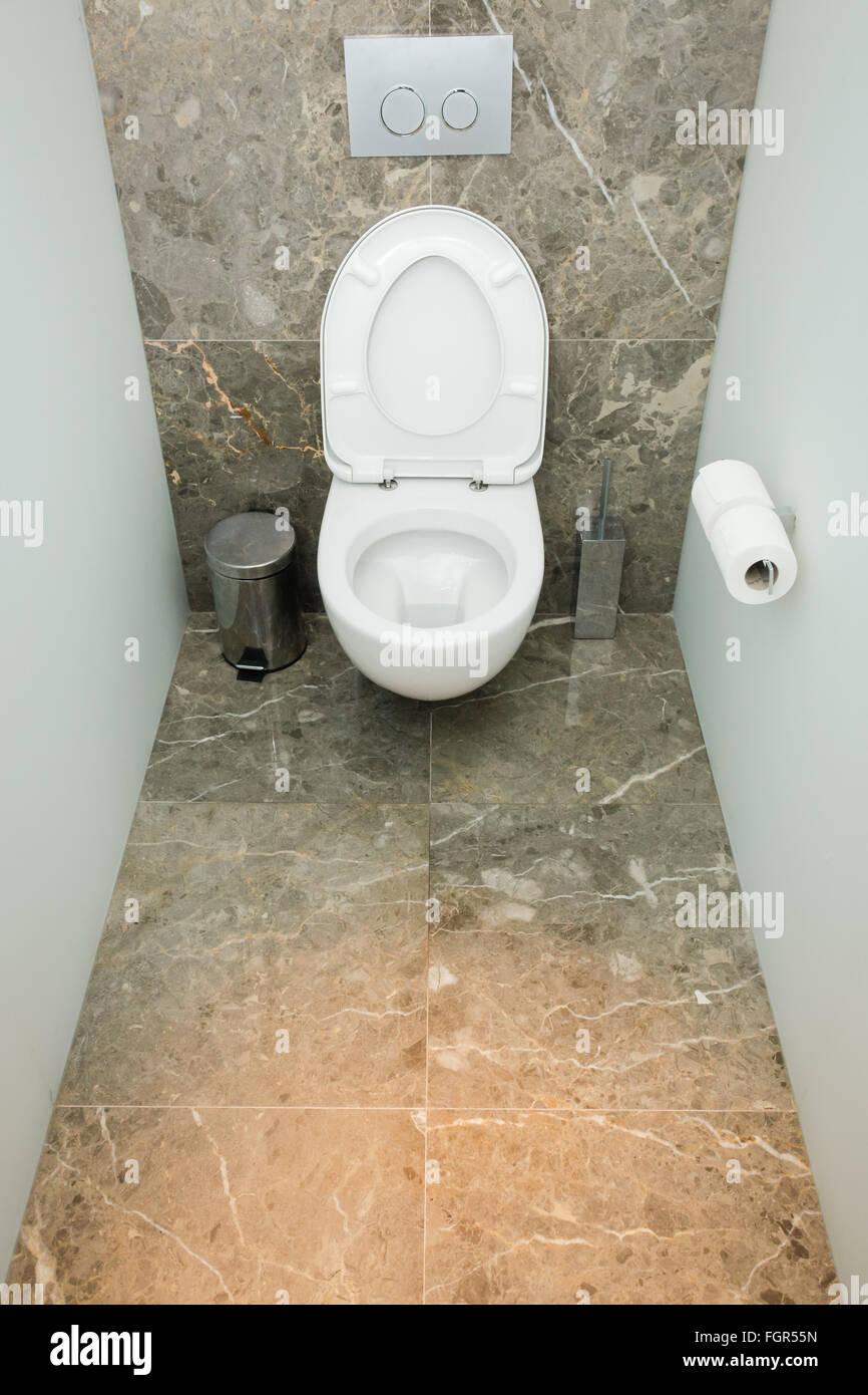 Modernes Bad oder WC WC Interieur, mit sauberen Bestätigungsbrief ...