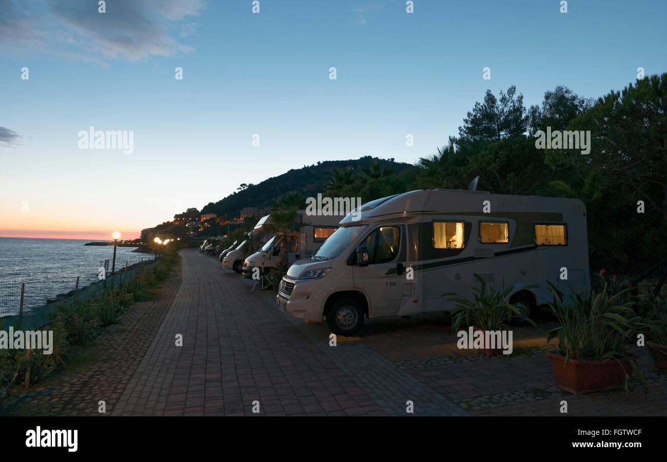 campingplatz am meer sonnenuntergang riviera ligurien san remo italien stockfoto bild. Black Bedroom Furniture Sets. Home Design Ideas