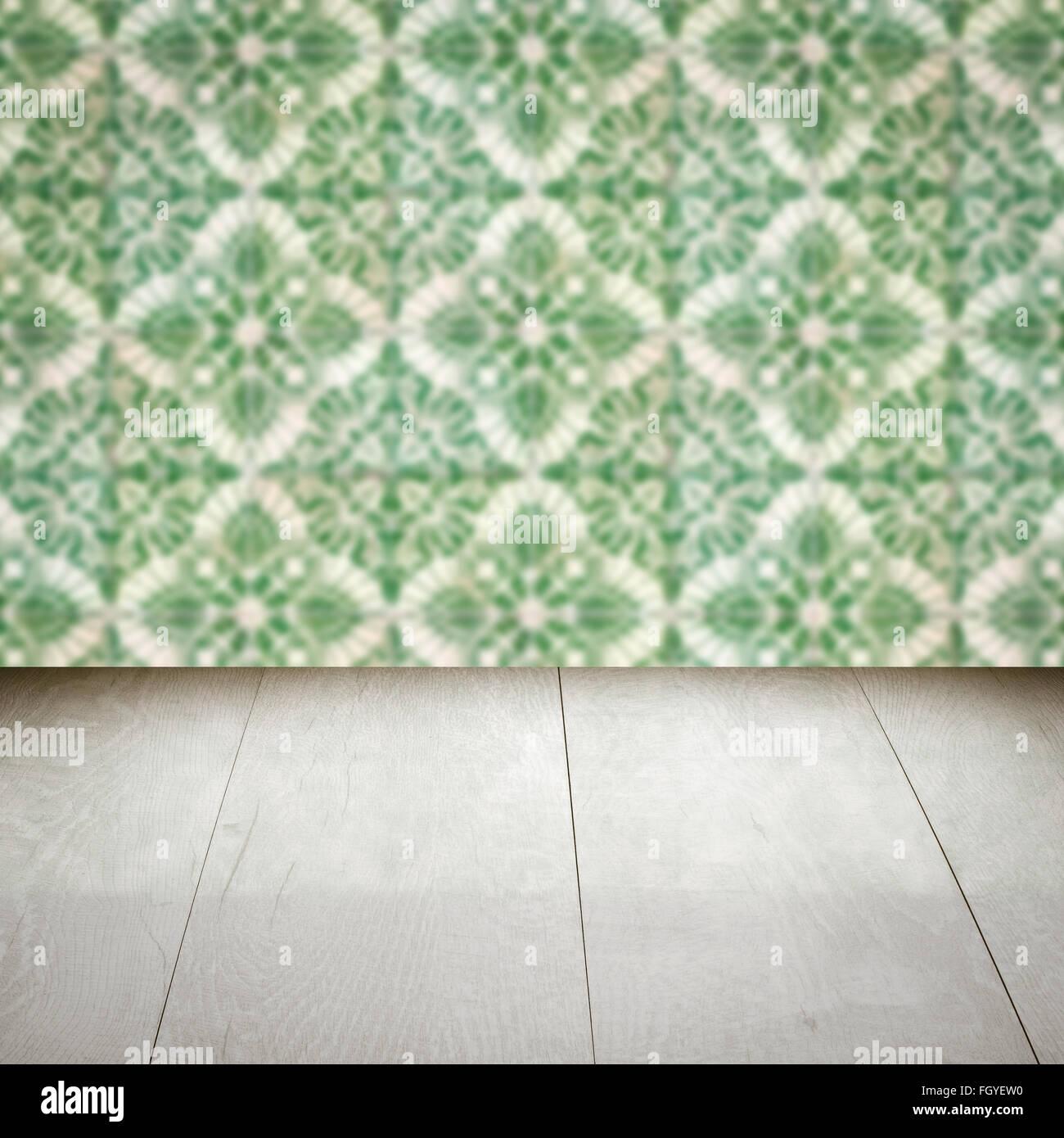 Leeren Sie Holz Tischplatte Und Unschärfe Vintage Keramikfliesen Muster Wand  Im Hintergrund, Mock Vorlage Für Die Darstellung Ihres Produktes.