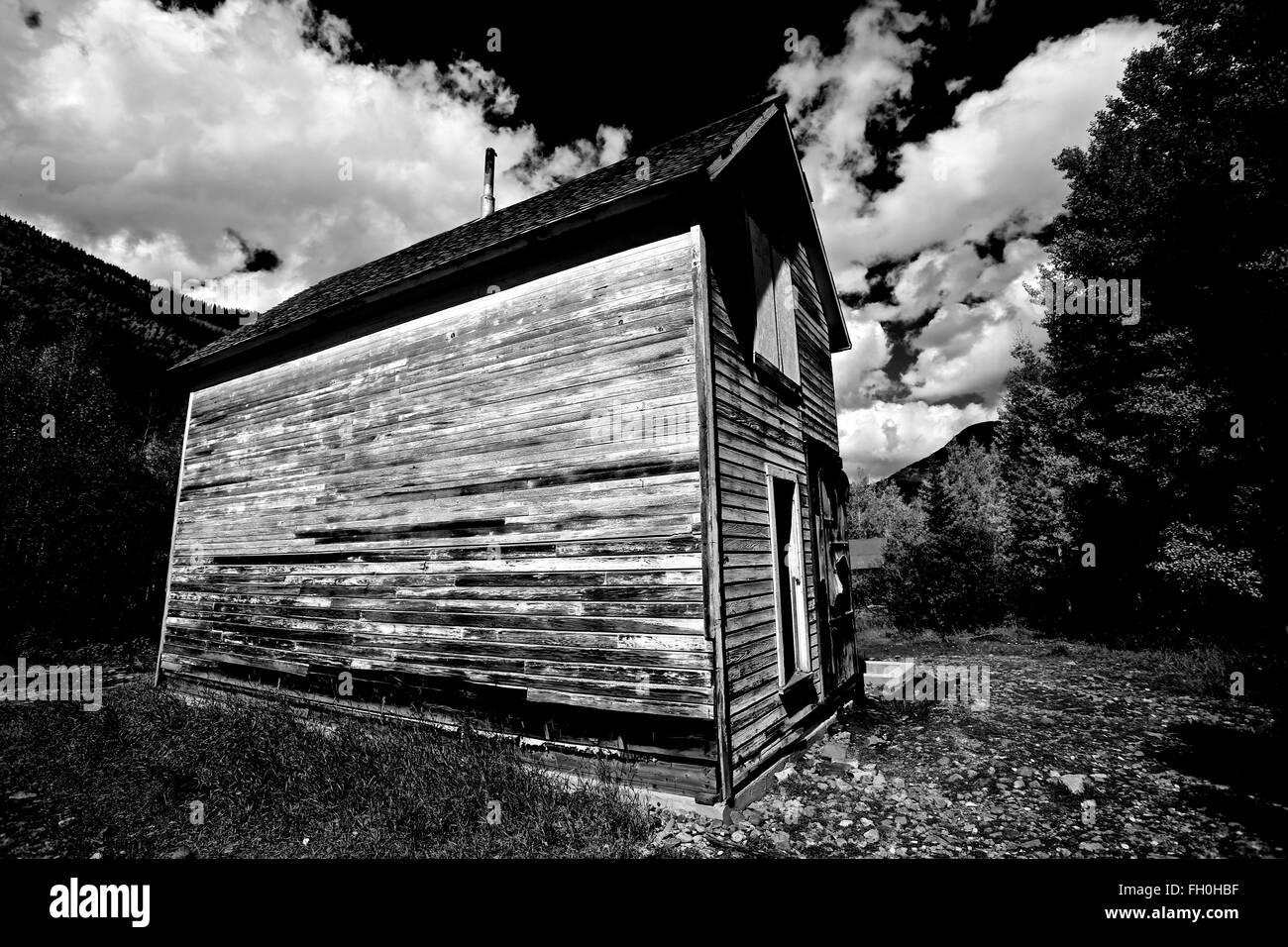 White Classic American House Black Stockfotos & White Classic ...