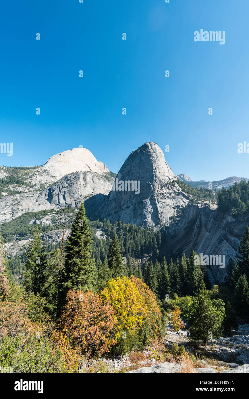 Liberty Cap, Yosemite-Nationalpark, Kalifornien, USA, Nordamerika Stockfoto
