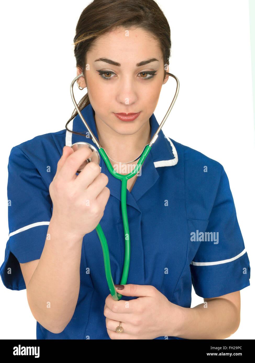 Junger Weiblicher Arzt Oder Arzt, Der Sich Mit Dem Coronavirus Oder Der Covid-19-Pandemie Beschäftigt, Allein In Stockfoto