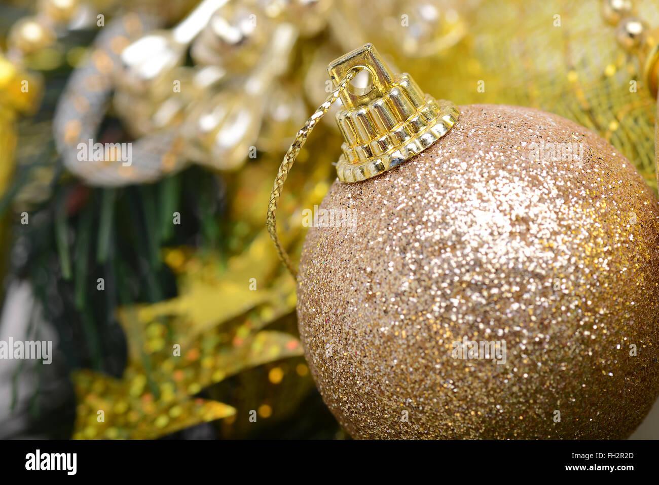 Luxus geschenk boxen unter weihnachtsbaum neujahr wohnaccessoires goldenen verpackung von - Luxus wohnaccessoires ...