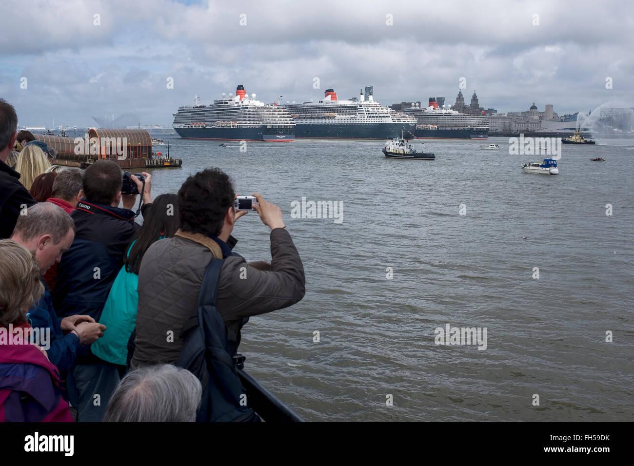 Die drei Königinnen-Festival am Fluss Mersey. Drei Cunard cruise Schiffe, Liverpool UK Stockbild