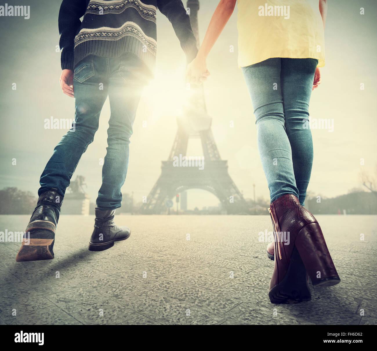 Paar in Liebe in Paris Stockbild