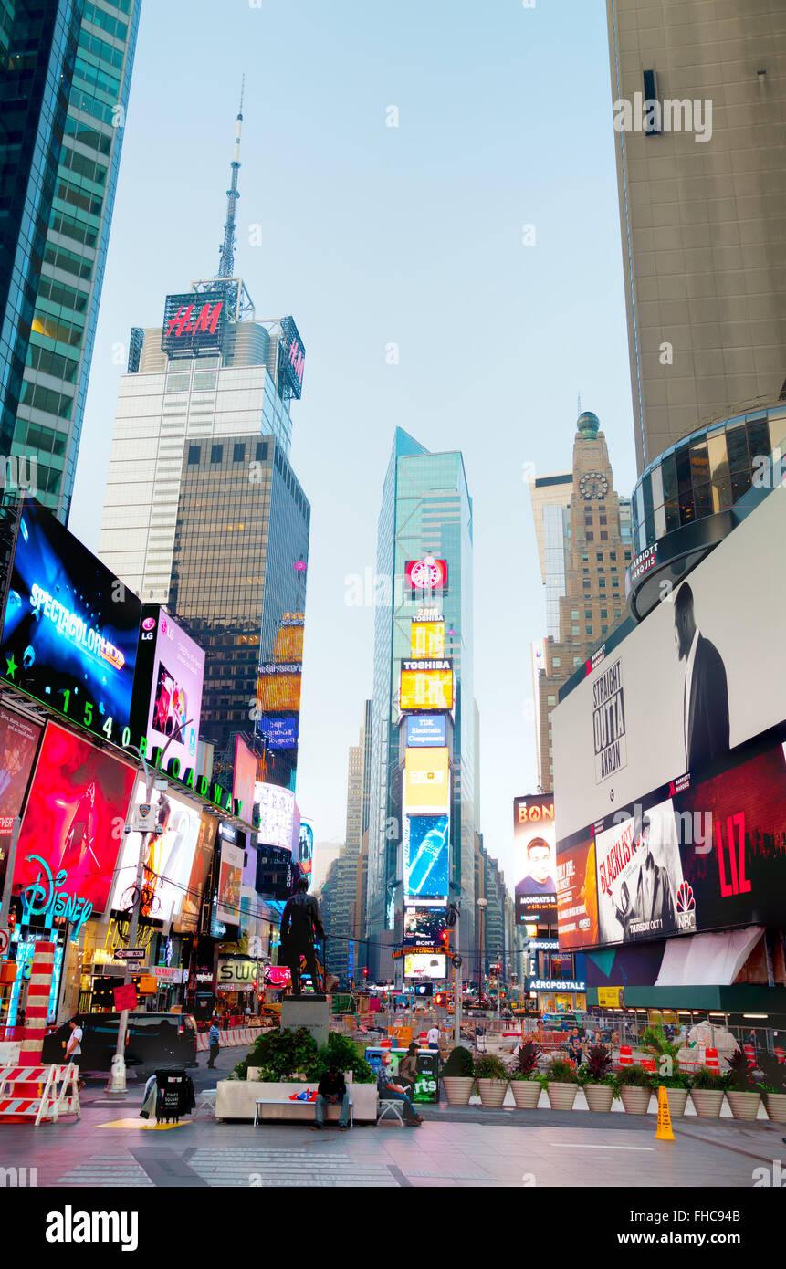 NEW YORK CITY - 04. SEPTEMBER: Times Square morgens am 4. Oktober 2015 in New York City. Stockbild