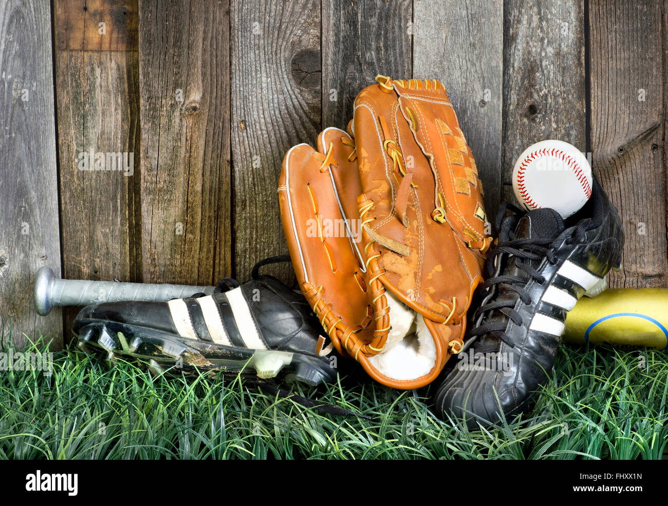 Zeit, mit der richtigen Ausrüstung American Baseball zu spielen. Stockbild