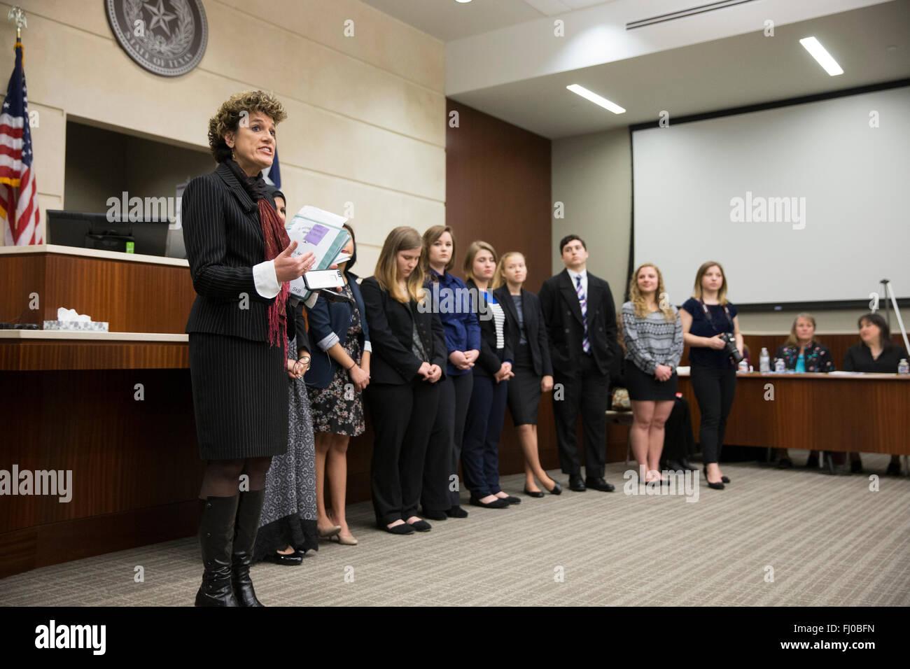 Einziger weiblicher Anwalt datiert