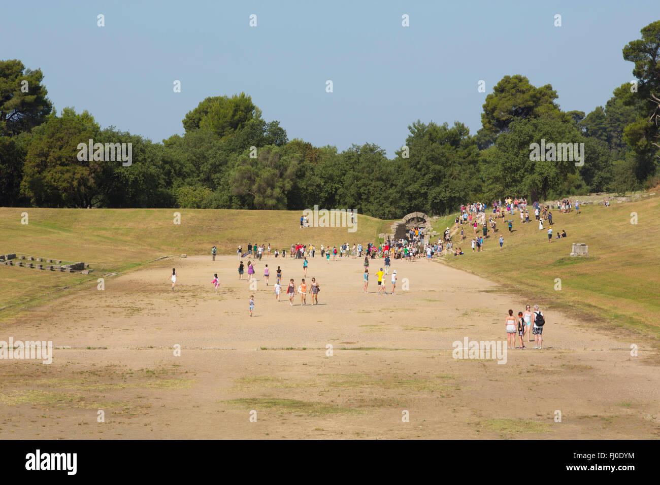 Olympia, Peloponnes, Griechenland.  Das antike Olympia. Das Stadion, wo sportliche Veranstaltungen stattfanden. Stockbild