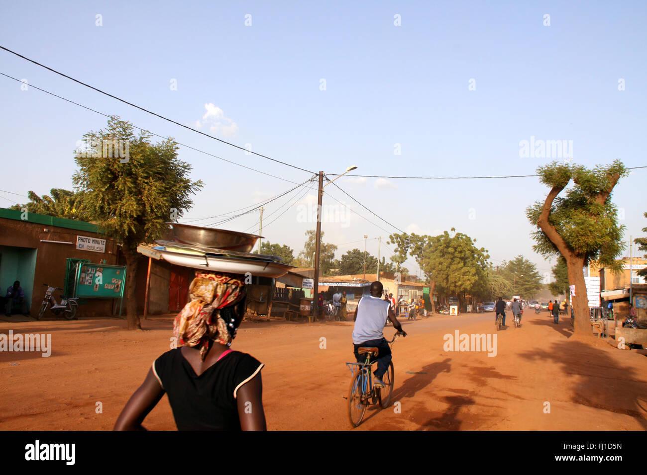 Typische Straßen in Ouagadougou, der Hauptstadt von Burkina Faso Stockbild