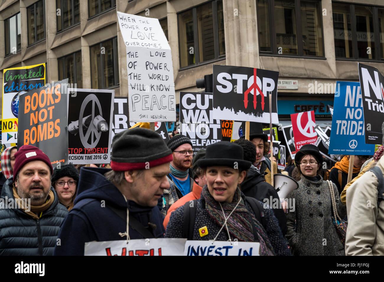 London, UK. 27. Februar 2016. Stoppen Sie Trident Demonstration, organisiert von der Kampagne für nukleare Abrüstung, London, England, UK. 27.02.2016 Credit: Bjanka Kadic/Alamy Live-Nachrichten Stockfoto