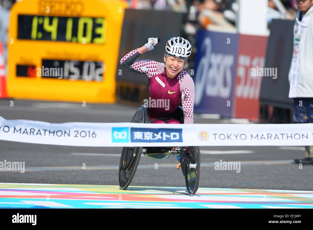 Tokio, Japan. 28. Februar 2016. Wakako Tsuchida (JPN) Marathon: Tokyo Marathon 2016 Rollstuhl-Marathon in Tokio, Stockbild