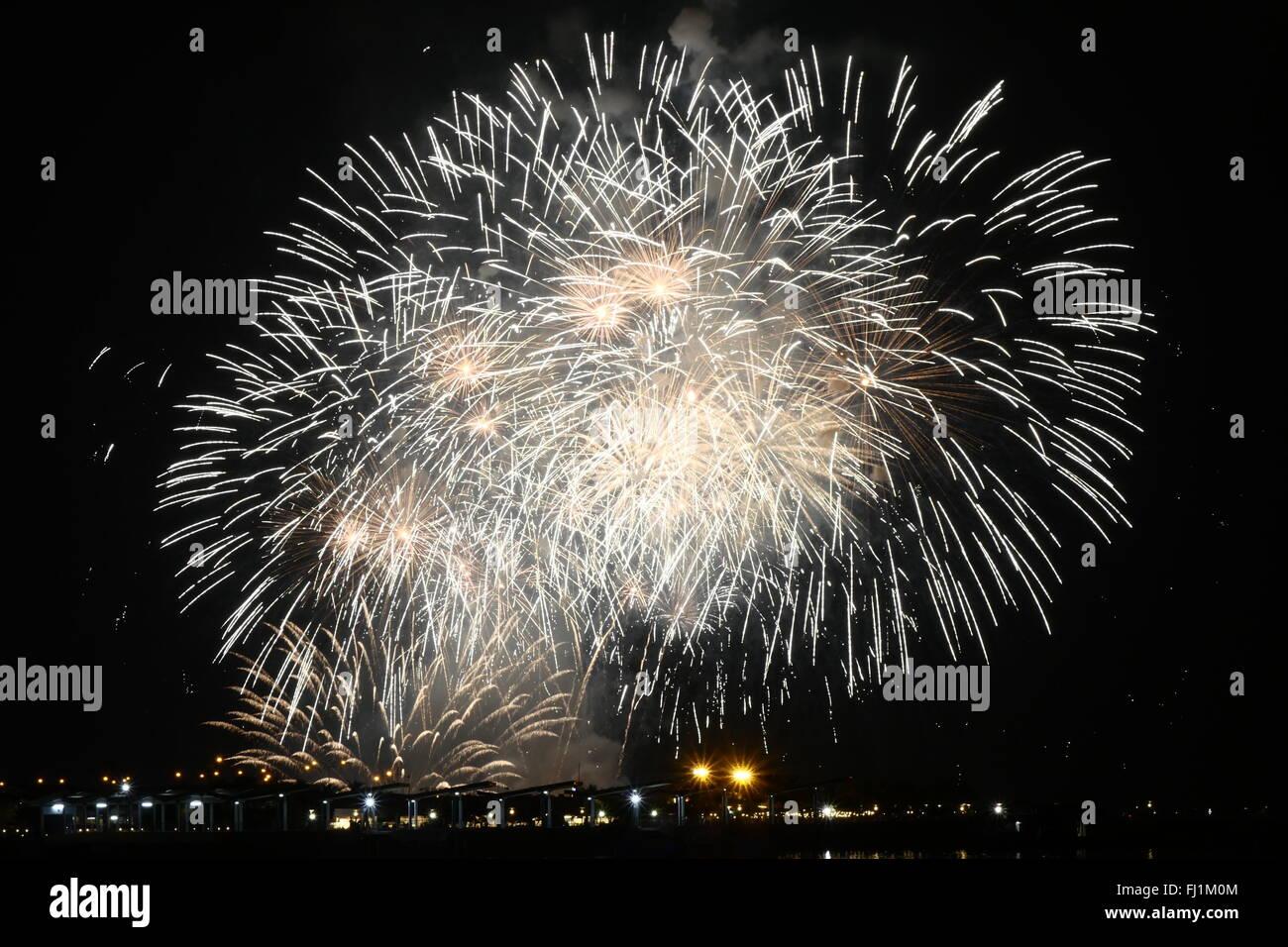Pasay, Philippinen. 27. Februar 2016. Dies ist einer der das Finale der niederländischen Feuerwerk. Eine jährliche Stockbild
