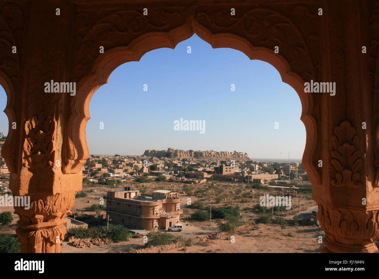 Herrlicher Panoramablick auf die Stadt, mit Jaisalmer Fort Festung in der Mitte, Rajasthan, Indien Stockbild