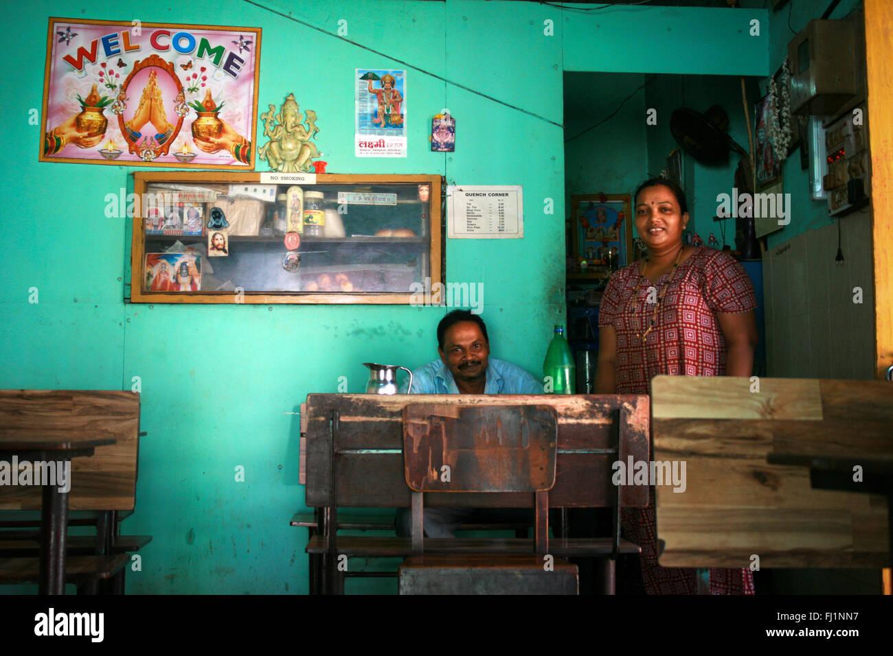 Indische Paare im Gästehaus in Panjim, Indien Stockbild