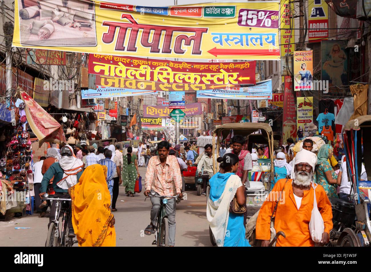 Chaos und Verkehr in Varanasi, Indien Stockbild