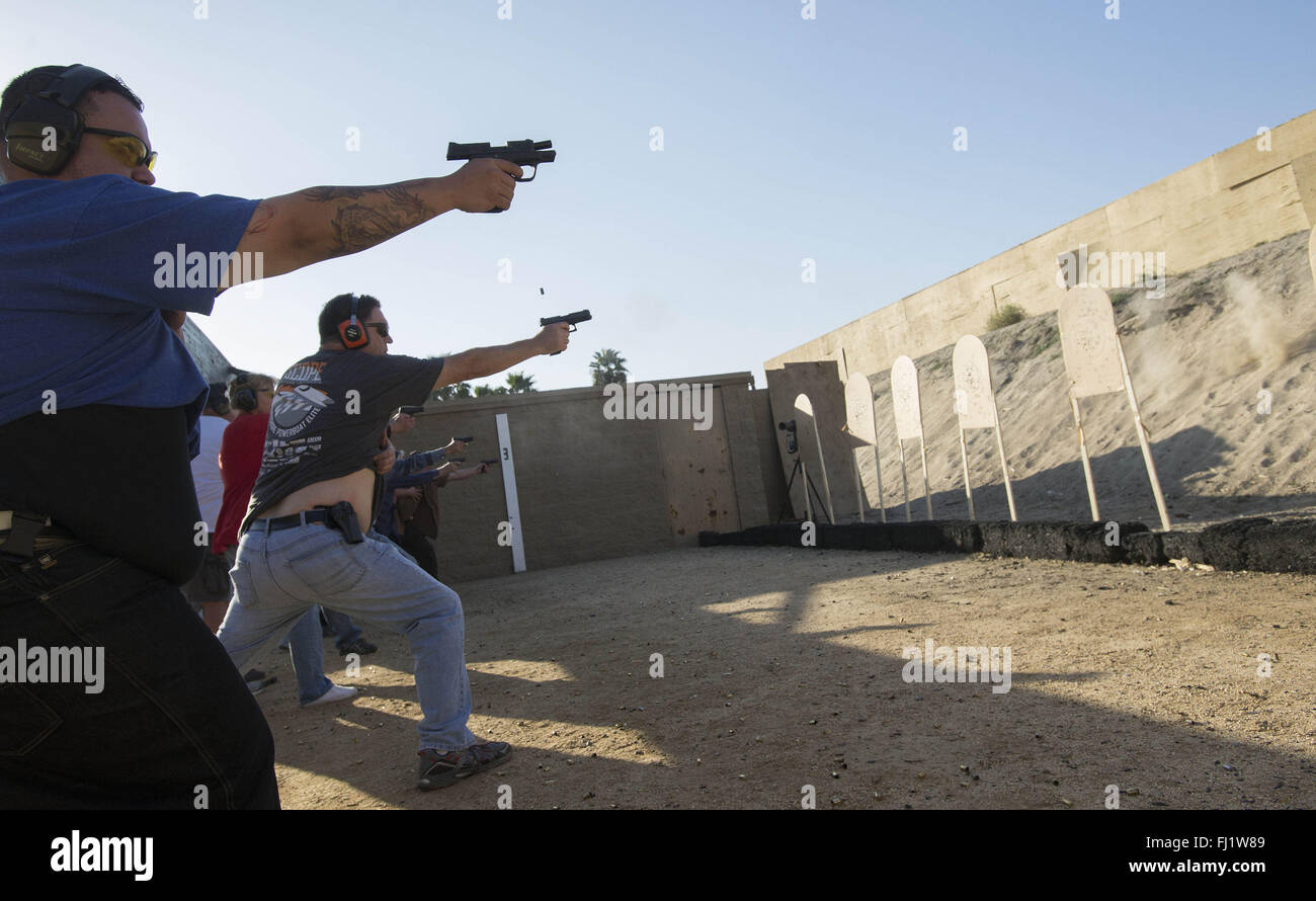 Concealed Weapon Stockfotos & Concealed Weapon Bilder - Alamy