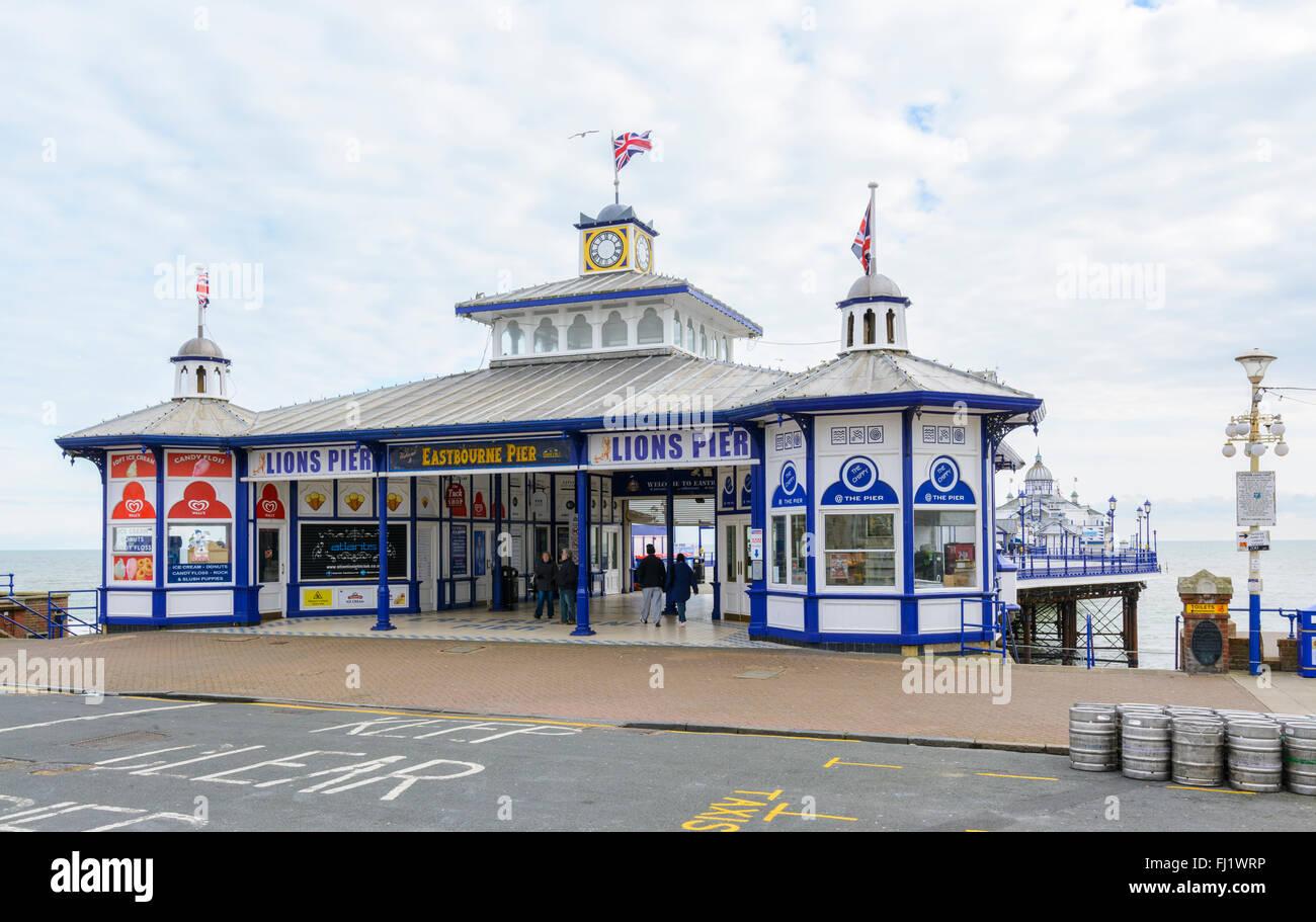 Eastbourne Pier auch bekannt als Löwen Pier, post Feuer und Sanierung, im Winter in Eastbourne, East Sussex, England, Stockfoto